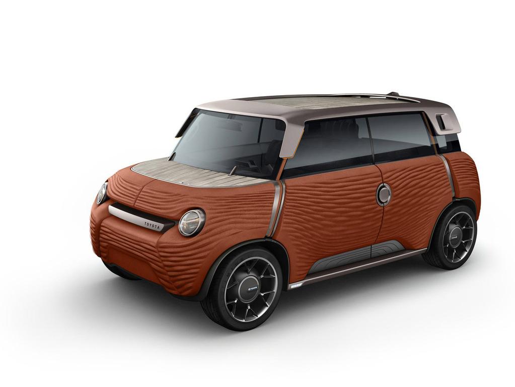 Концептуальная модель Toyota ME.WE была впервые представлена публике в шоуруме «Le Rendez-Vous Toyota»